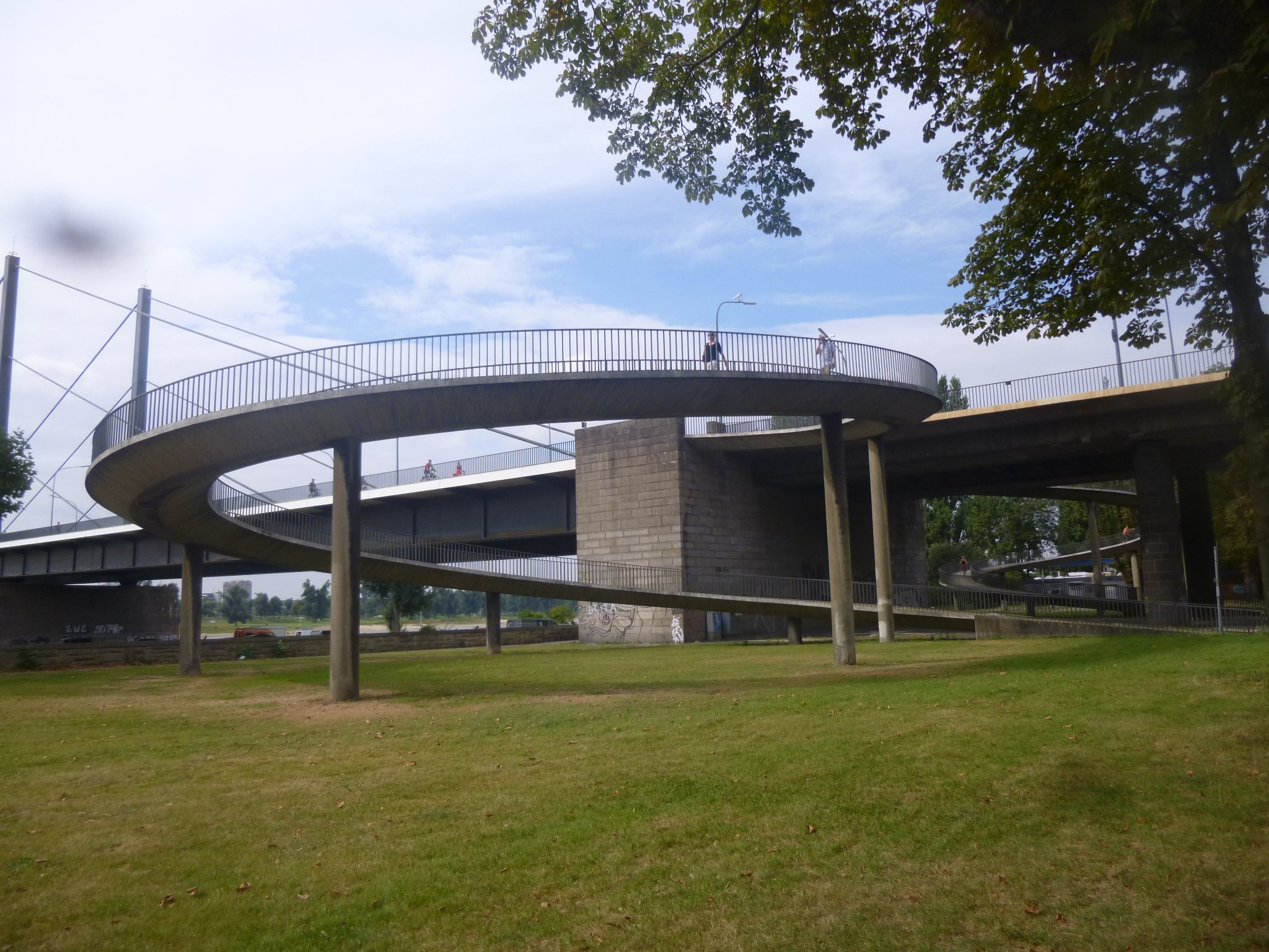 Theodor-Heuss-Brücke - Aufgang